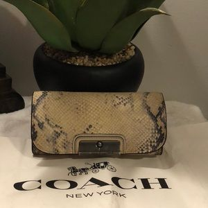 🔥Authentic COACH Animal Print Wallet!🔥